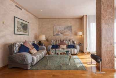 Huge apartment in a very popular central district of Barcelona